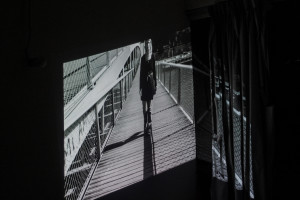 Un Espace Vert - Vanessa on the bridge